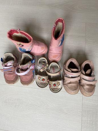 Обувь на девочку ! Продам одним лотом.