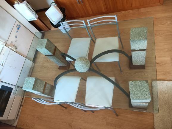 Mesas de pedra e vidro