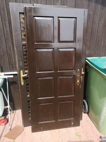 Drzwi na Budowę, Domu