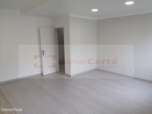 Setúbal / Praias do Sado Moradia V2 com Logradouro de 65 m2