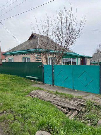 Продам будинок у центрі села