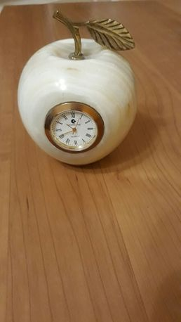 Яблоко часы камень Оникс
