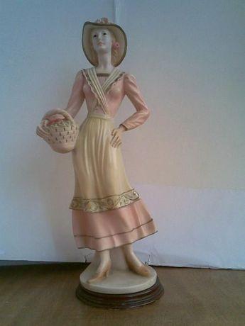 Boneca Burguesa em porcelana