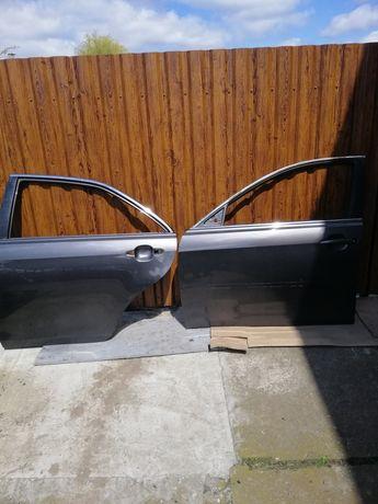 Двери Toyota Camry 40