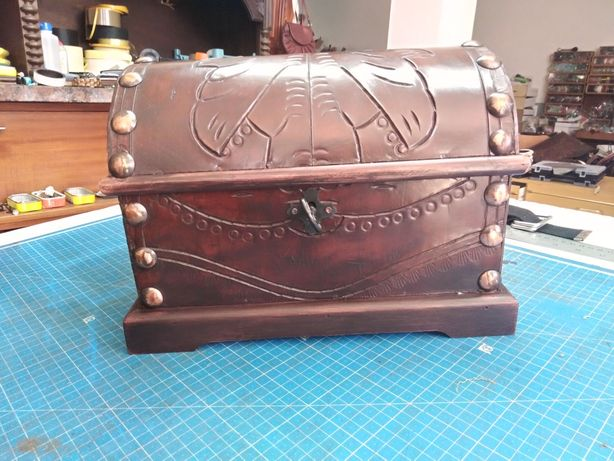 Baús em madeira forrados com couro vintage