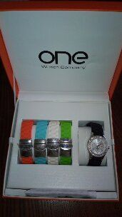 relógio com pulseiras várias cores