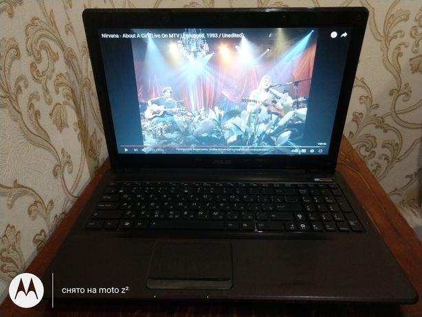 Asus K52DE , 4гб озу, 1гб видеокарта , батарея почти новая.