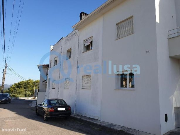 Apartamento T2 c/ Varanda e Lareira, no centro de Sangalhos, Aveiro, E