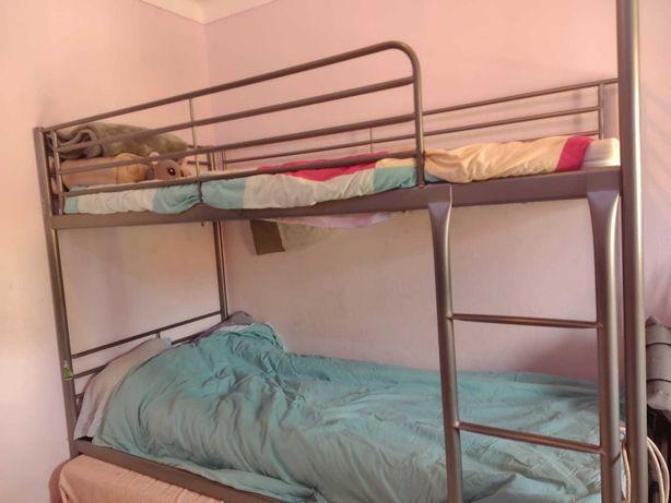 Beliche em ferro ikea com 2 camas