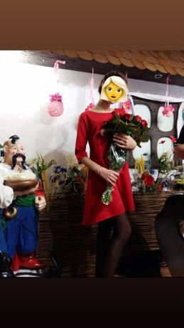Красное платье свободного покроя
