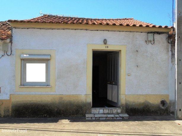 Imóvel de Banco - Moradia T2 - Azinhaga