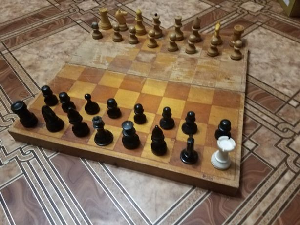 продам шахмати-весь комплект.з часів СССР.стан на фото.