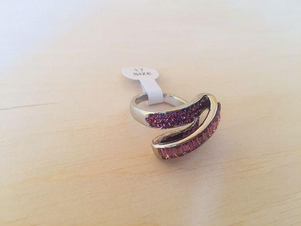 Кольцо фиолетовое с камнями сваровски