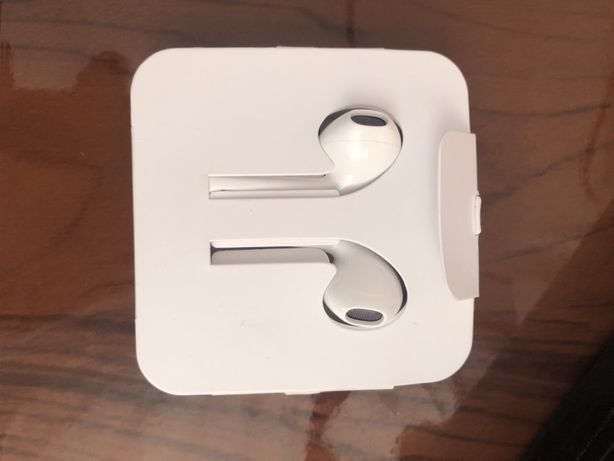 Наушники Apple iPhone EarPods with Mic Lightning