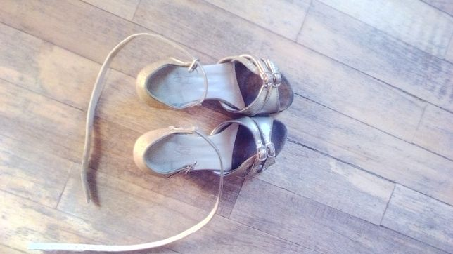 Туфлі на спортивно бальні танці