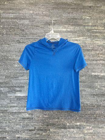 r. 134 cm / niebieska bluzka na krótki rękaw z kapturem