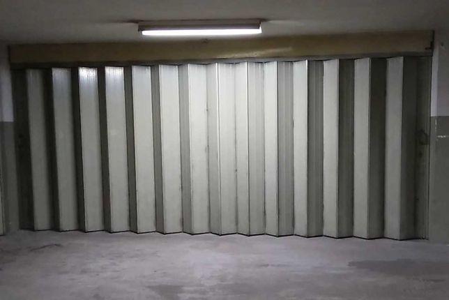 Garagem privada em condominio portao 5m de largo com area 44 m2