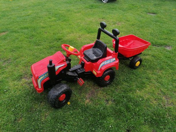 Traktor z przyczepka na pedały