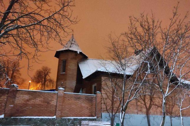 Продам красивый дом с башней на Лысой горе