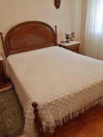 Colcha de cama feita à mão com duas agulhas