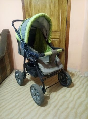Детская коляска, столик для кормления