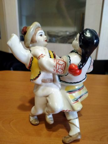 Статуэтка Гуцулы танцующие на реставрацию