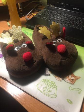 Детские новогодние тапочки pepperts с оленями моргающий носик