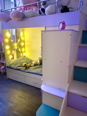 Двухэтажная авторская кровать для девочек