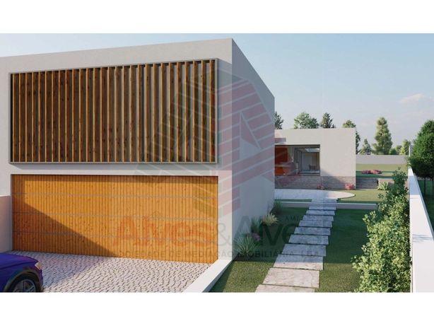 Terreno com Projecto de arquitectura aprovado para moradi...