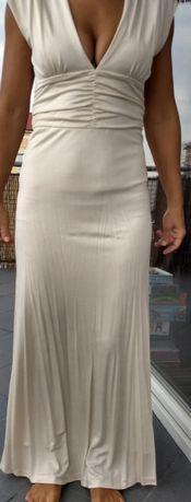 Kremowa elegancka sukienka.