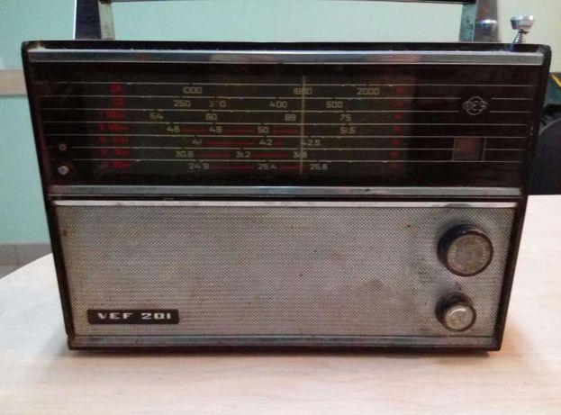 Радянський радіоприймач VEF 201