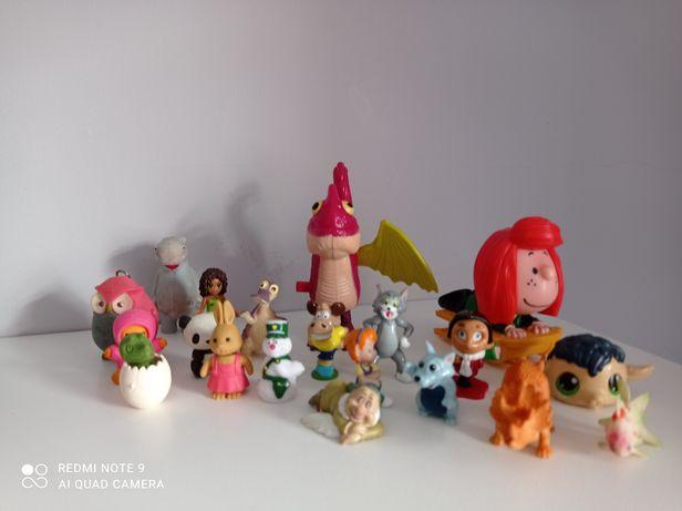 Zestaw drobnych figurek dla dzieci