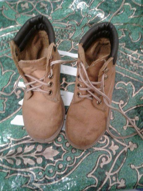 Дитячі осінні черевики .