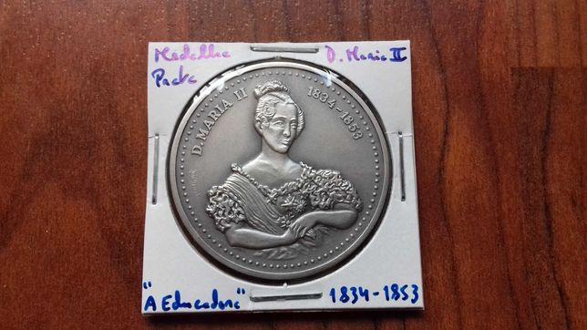 Medalha de Prata de D. Maria II, A Educadora