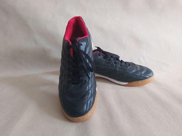 Chłopięce halowe buty piłkarskie  Kensis Figaro 38