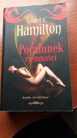 Laurell K. Hamilton - Pocałunek ciemności książka