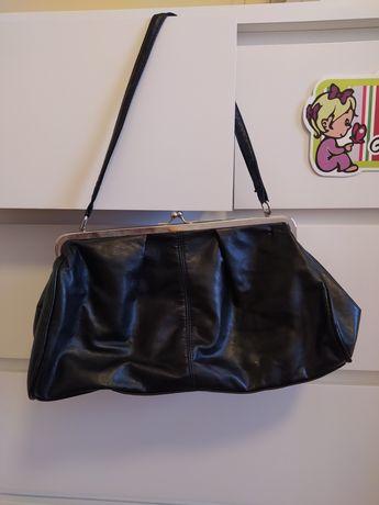 Czarna elegancka i pojemna torebka