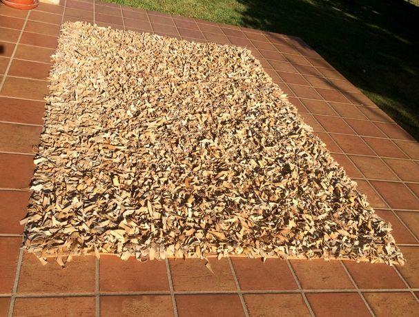 Lote de dois tapetões rústicos tecidos no tear