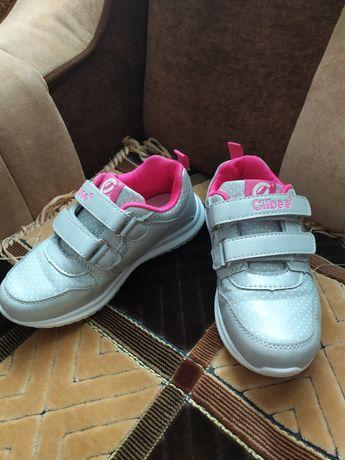 Недорого кросівки