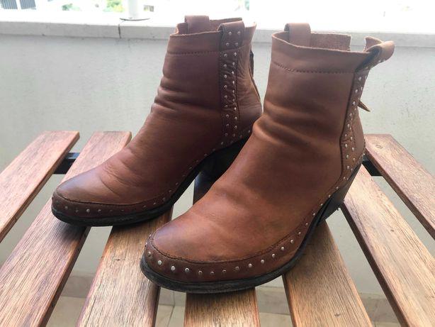Botas castanhas da Xuz