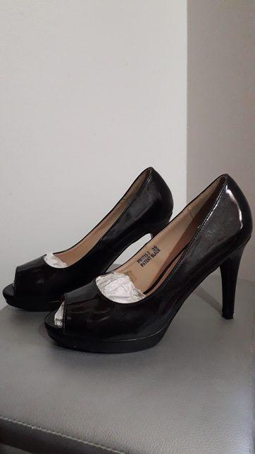 Sapatos pretos foreva tamanho 35