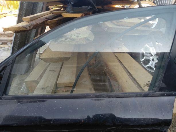 Szyba lewa przednia BMW e87