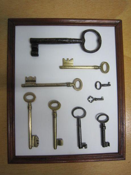 Moldura com chaves antigas