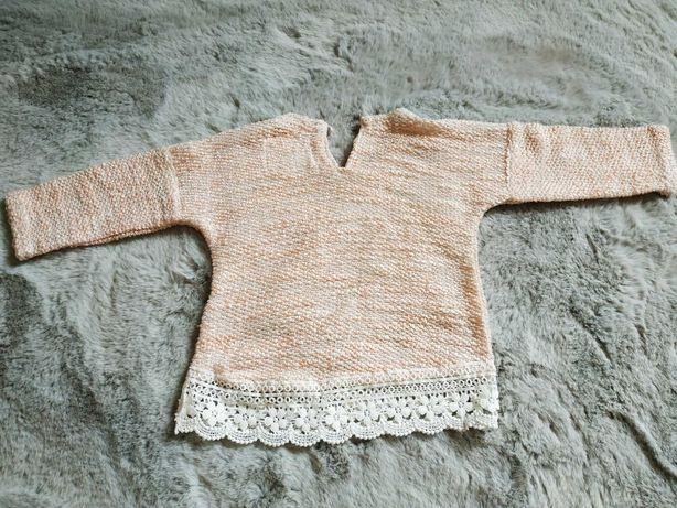 Sweterek z koronką rozmiar 62 cm
