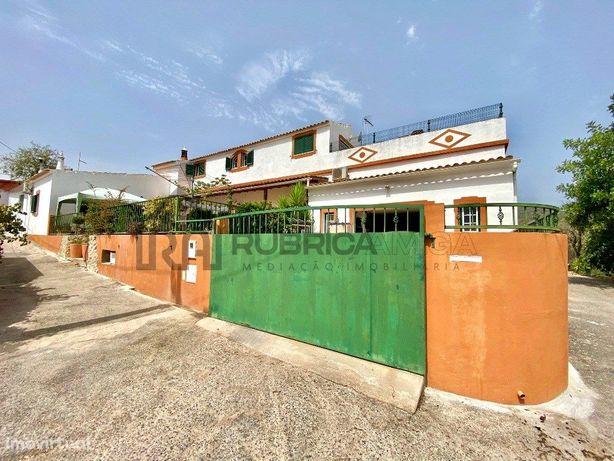 Moradia V4 renovada com garagem – Salir