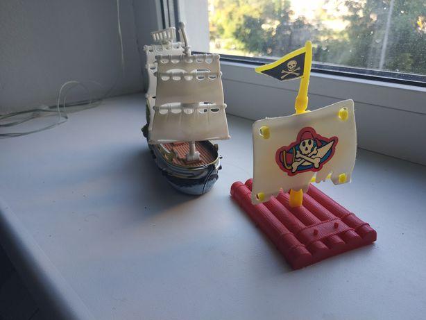 Пиратский игрушечный корабль и плот