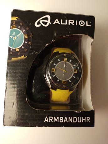 Часы на подарок новые