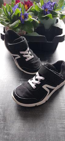 Buty sportowe chłopięce z Decathlonu rozmiar 28