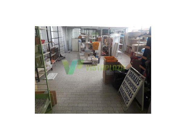 Loja Destinada a Comércio para Venda na Praia da Rocha em...
