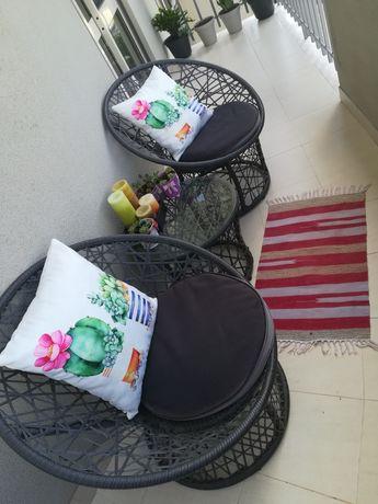 Cadeiras e mesa para jardim/varanda